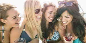 Consulto sull'amicizia. Un gruppo di belle ragazze che sono amiche sincere e non provano invidia e gelosia.